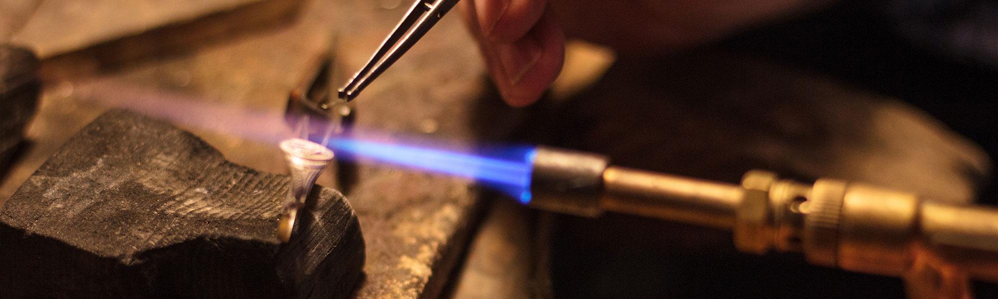 Bearbeitung eines Ringes mit Feuer